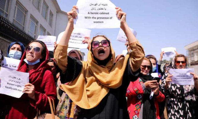 Afghanistan: le restrizioni imposte alle donne dai talebani